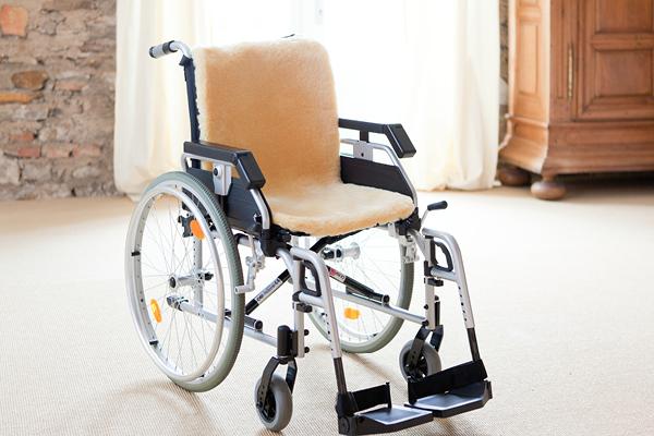 Lammfell Rollstuhlauflage
